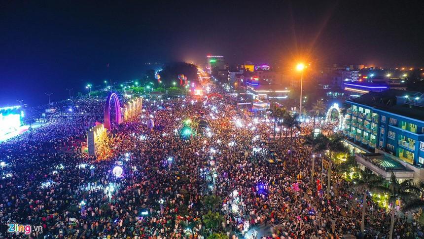 Quảng trường thị xã Cửa Lò Nghệ An dịp lễ